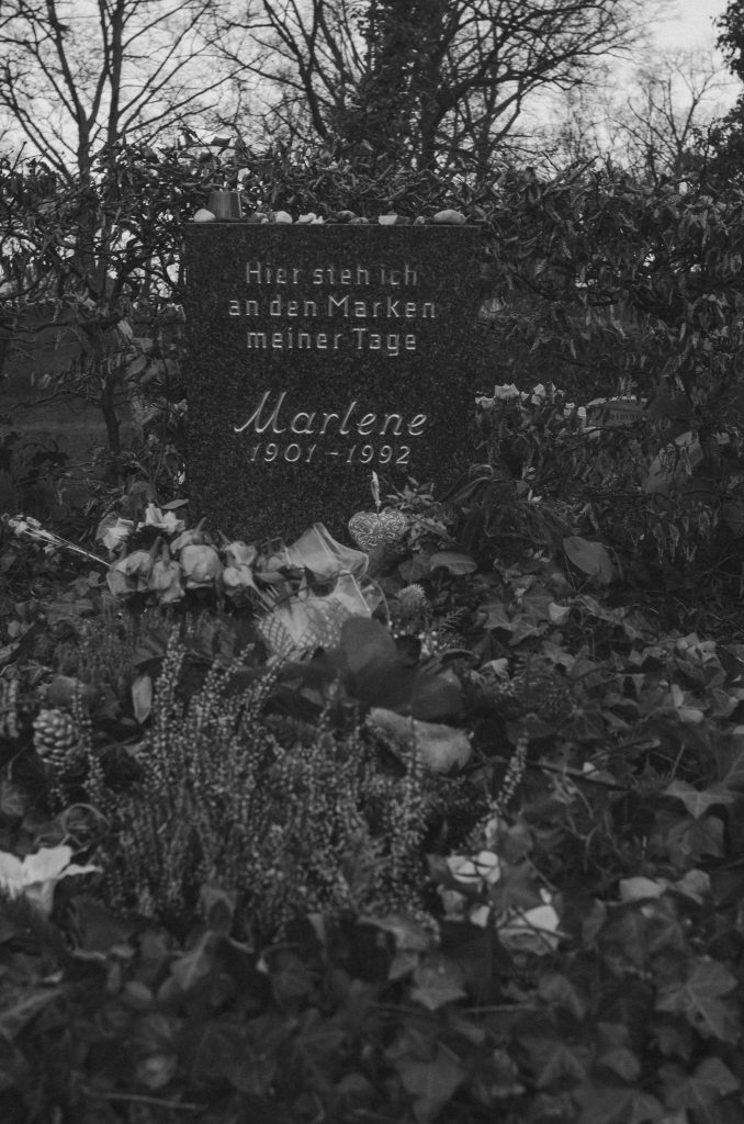 Graveyard Meditations - Lola Noir automatic drawing art project - Marlene Dietrich's grave in Berlin (2018)